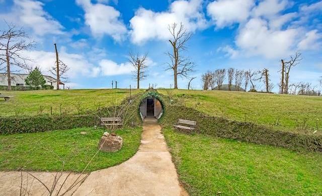Удивителна подземна къща, която струва 2.2 млн. долара