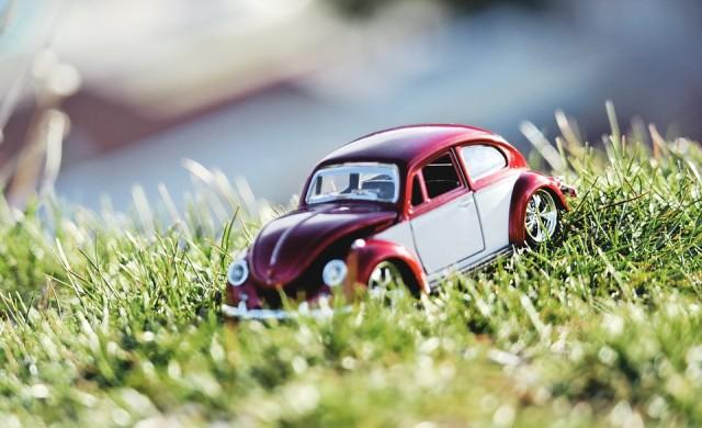 Глобиха собствениците на 1400 коли, паркирани на тревата в София