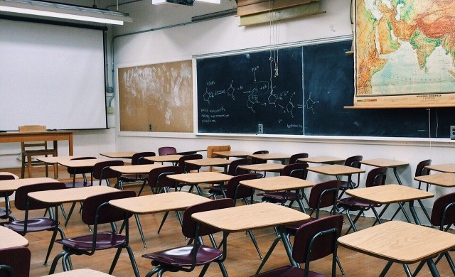 Масово затваряне на училища във Франция