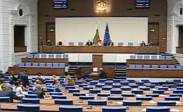 Депутатите решиха: Гласуваме и машинно, и с хартиена бюлетинa