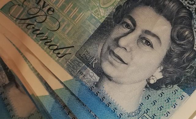 Паундът поевтиня след заседанието на Английската централна банка