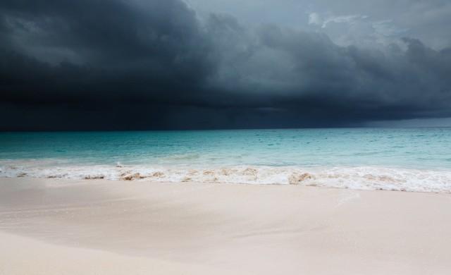 Циклонът Янус взе първа жертва в Гърция, силно земетресение разлюля Крит