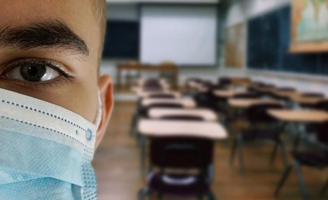 Две затворени училища заради коронавирус у нас