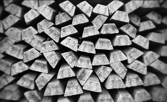 Среброто с най-голям месечен спад от 9 години насам