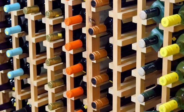 Гърция забранява продажбите на алкохол след полунощ