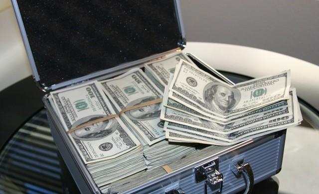 Топ 10 на най-богатите хора в света притежава близо 1 трилион долара