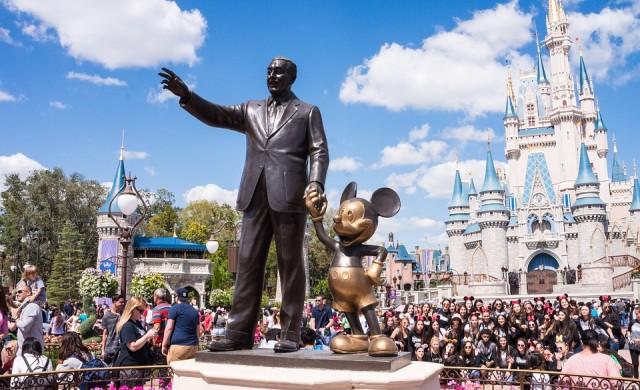 Disney освобождава 28 000 служители в увеселителните си паркове в САЩ
