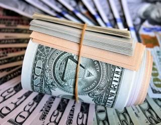 Доларът поскъпна до двумесечен връх