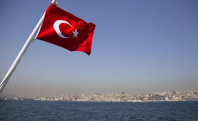Задължително тестване на неваксинираните срещу COVID-19 от днес в Турция