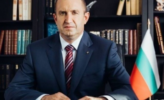 Румен Радев проведе среща със служебното правителство