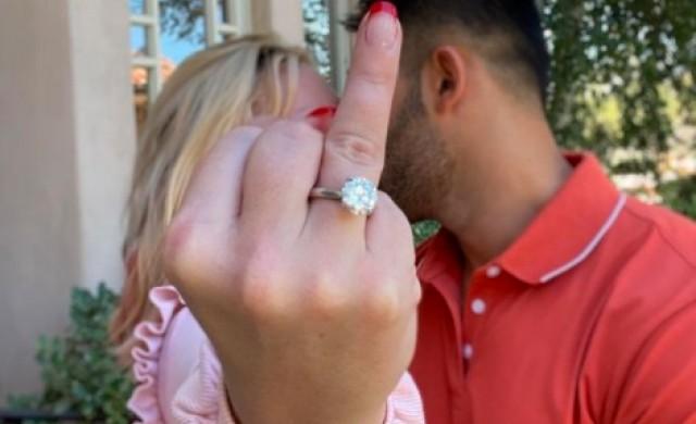 Бритни Спиърс се сгоди