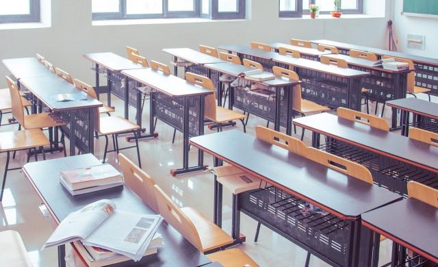 706 857 ученици влизат в клас в цялата страна днес