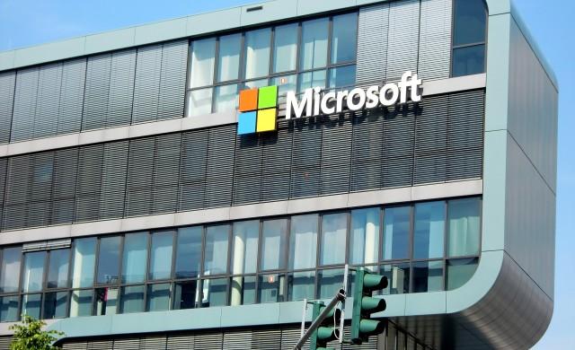Microsoft увеличава дивидентите и обратното изкупуване на акции