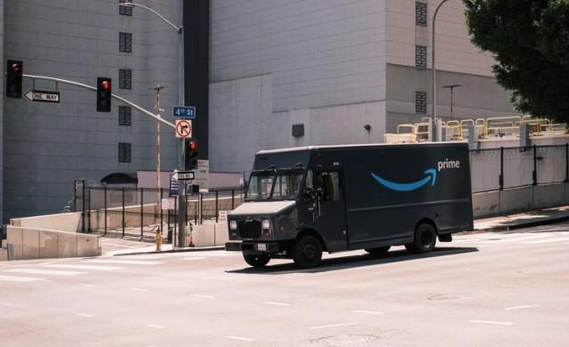 Amazon планира да наеме 125 000 служители преди празничния сезон в САЩ