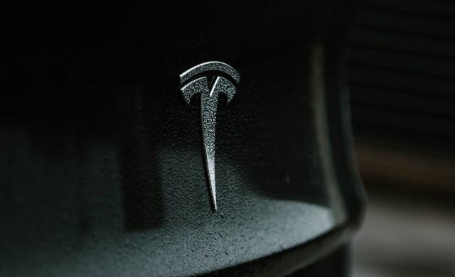 Един от най-големите фенове на Tesla продаде акции за 297 млн. долара