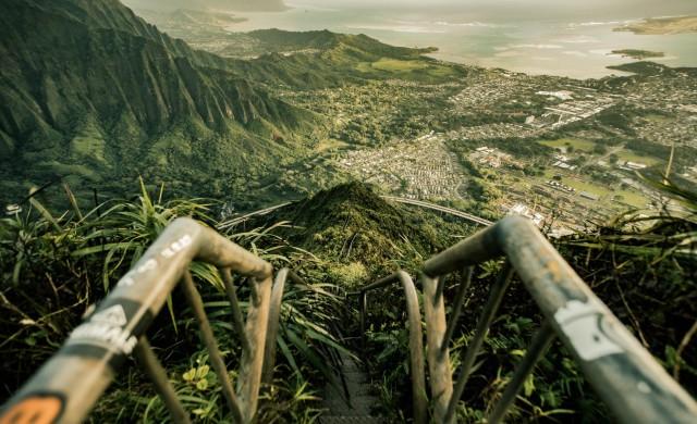 Хавай събаря една от най-големите си атракции - Стълбите към рая (снимки)