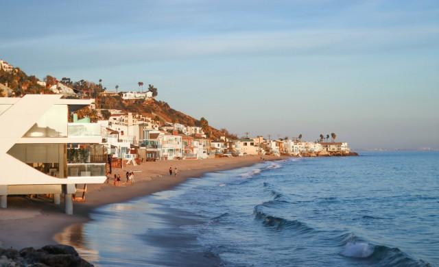 Кание Уест си купи къща за 57 млн. долара на плажа в Малибу