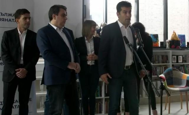 Кирил Петков и Асен Василев подкрепиха Радев за втори мандат