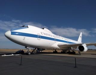Boeing разследва бутилки текила, намерени на бъдещия Air Force One