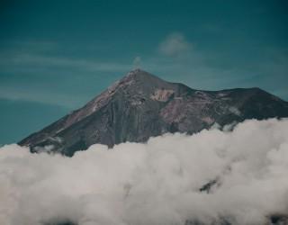 Изригна вулканът Фуего, посипа с пепел четири села (снимки)