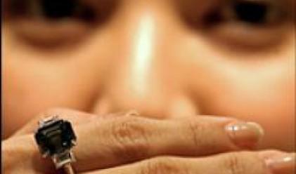 Син диамант за почти 8 млн. долара постави рекорд на търг в Хонг Конг