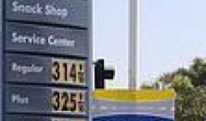 Петролът се търгува на нива, близки до рекордните си