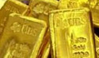 Златото поевтинява с 1% поради спада на петрола