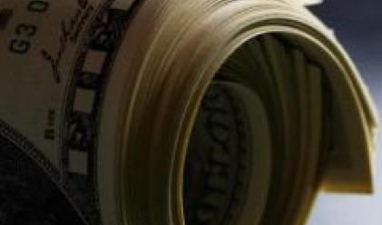 Доларът достигна до 13-месечен връх срещу еврото