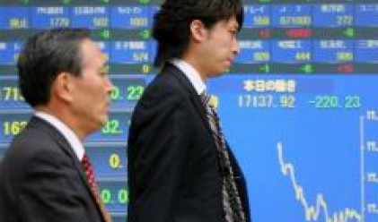 Nikkei с най-големия си спад от 1987 г., индонезийската търговия прекъсната