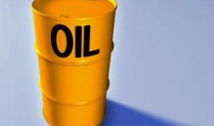Петролът губи над 4 долара от стойността си