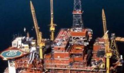 Петролът се оттласна от тринадесетмесечния си минимум