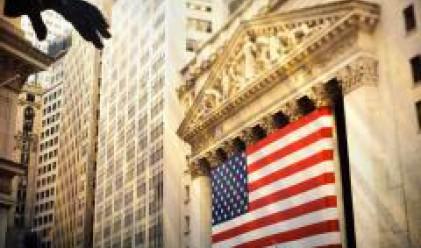 Слаби понижения в цените на акциите на Уолстрийт