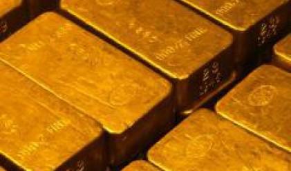 Златото се задържа на нива от около 850 долара