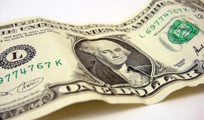 Доларът отстъпи след данните за заетостта в САЩ