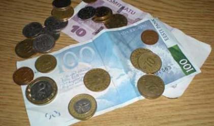 Латвия може да девалвира националната си валута