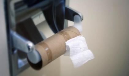 Антикризистно: Носят тоалетна хартия в училище