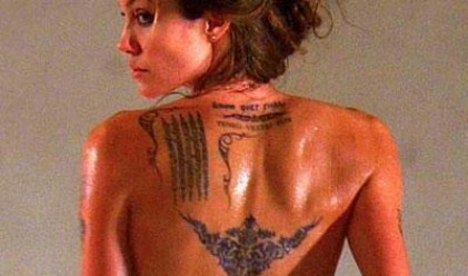 Джоли оглавява класация за най-секси татуировки