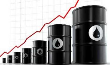 Петролът с най-висока от година насам стойност