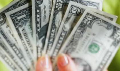 Доларът с 14-месечен минимум