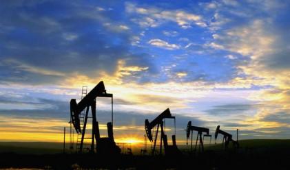 Петролът с лек спад