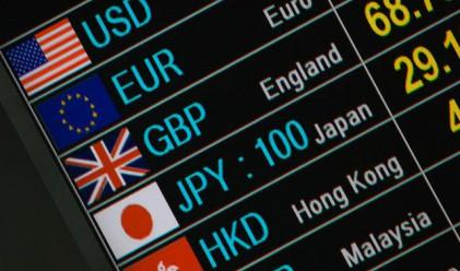 Доларът отстъпи след положителните данни от САЩ