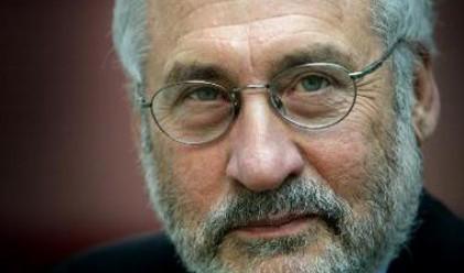 Стиглиц: Бернанке и Трише създават хаос в света