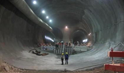 Приключи прокопаването на най-дългия тунел в света