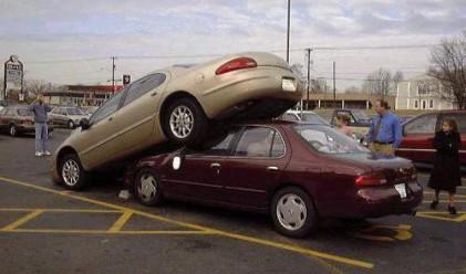 Шофьорите прекарват 1 година в опити да паркират