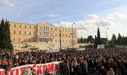Гърция реже заплатите на държавните служители с 20%