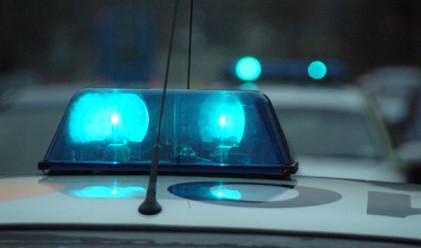 Арестант с белезници избяга от полицията с патрулката