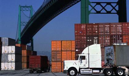 Външнотърговското салдо остава отрицателно