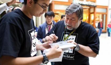 Съоснователят на Apple e първи на опашката за новия iPhone