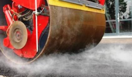 Стържат чисто нова настилка по Е-79 срещу катастрофи