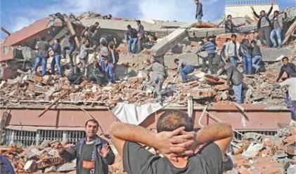 Стотици загинали и в неизвестност след труса в Турция